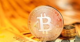 Goldener Bitcoin und Banknoten